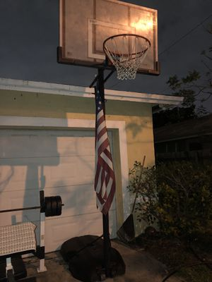 Basketball hoop for Sale in Pompano Beach, FL