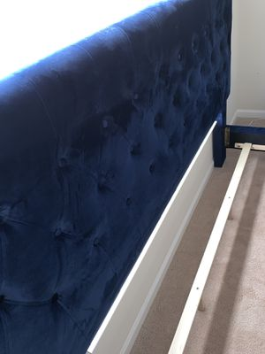 Bed frame for Sale in Charlotte, NC