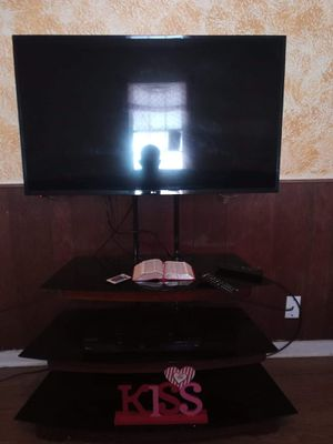 43' Lg tv and stand for Sale in Lexington, KY