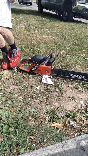 Makita 20 inch chainsaw for Sale in Columbus, OH
