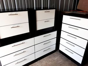 NEW PRETTY BLACK AND WHITE DRESSER, CHEST AND 2 NIGHTSTANDS INCLUDED for Sale in Palm Beach Shores, FL