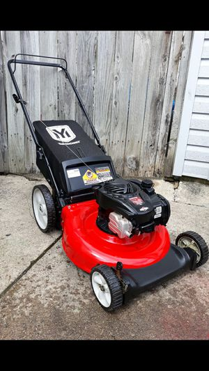 "Yard-Machines 21"" Inch Push Lawnmower W/Bag for Sale in Aurora, IL"