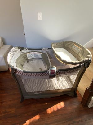 Graco pack and play w/ bassinet for Sale in Carrollton, TX