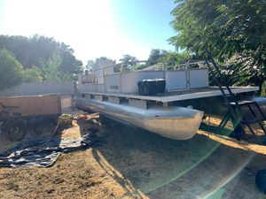 Pontoon boat 80 hp Mercury outdrive for Sale in Redlands, CA