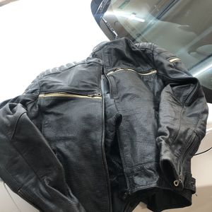 BILT LEATHER MOTORCYCLE JACKET for Sale in Triangle, VA