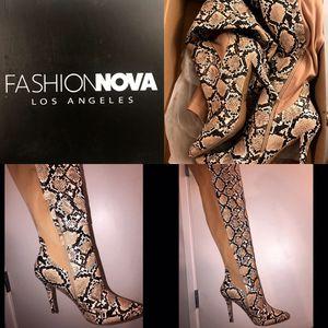 Fashion nova Knee high boots size 11 for Sale in Scottsdale, AZ