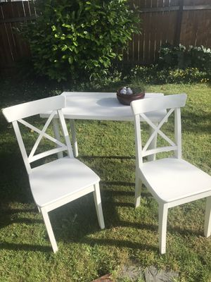 Small kitchen table with two chairs for Sale in Everett, WA