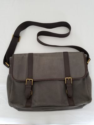 Fossil 100% authentic brand gray/brown messenger bag for Sale in Miami, FL