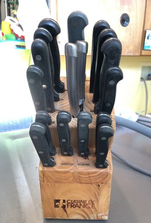 17 PIECE + Wooden stand CUISINE DE FRANCE KITCHEN KNIVES for Sale in Santa Monica, CA