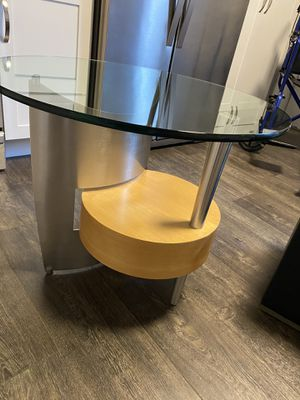 Artful end table / night stand for Sale in Columbus, OH
