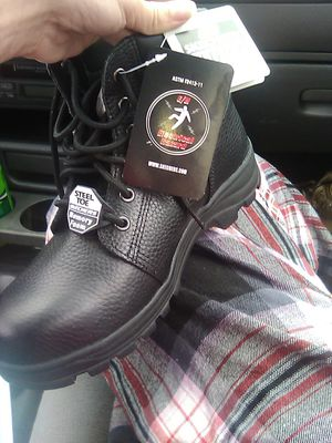 BRAND NEW STEEL TOED LEATHER BOOTS WOMEN'S SIZE 9 BUT FITS LIKE 8-8.5 MADE WITH MEMORY FOAM INSIDE OF THE BOOTS VERY COMFORTABLE for Sale in Grove City, OH