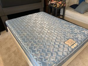 Queen 👸 Bed and BOX SPRING 💲100 ✅♻️ for Sale in Raleigh, NC