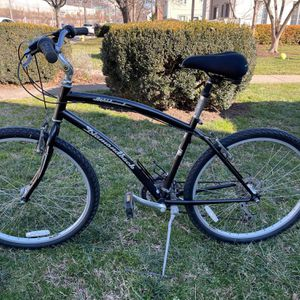 Diamondback Wind wood Deluxe Bike for Sale in Alexandria, VA