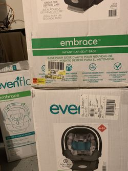 Embrace evenflo Car Seat With Extra Base for Sale in Houston,  TX