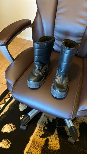 Kids size 3 snow boots for Sale in Glendale, AZ