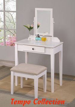 NEW, Iris White Vanity Set, SKU# 2208SET-WH for Sale in Midway City,  CA