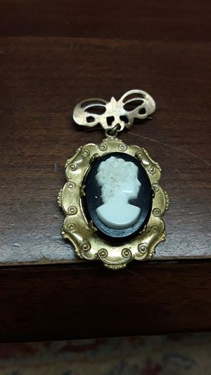 1o60s cameo pin locket gold filled for Sale in Madison, VA