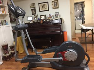 Proform Eliptical Trainer in Excellent Pristine Condition for Sale in North Springfield, VA