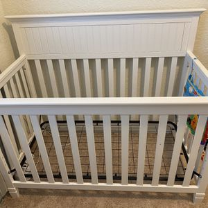 Crib and Changing Table Set for Sale in Jupiter, FL