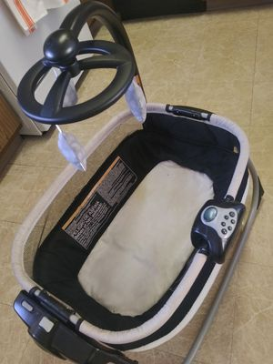 Bassinet/ chair & a changing table for Sale in Corona, CA