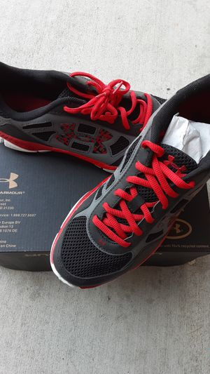 Youth UnderArmour Shoes Size 7 for Sale in Bloomington, CA