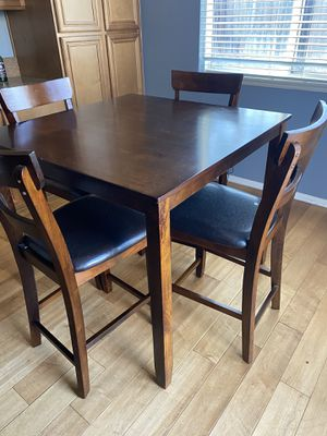 Kitchen table and chairs for Sale in Menifee, CA