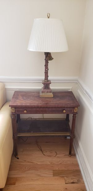 Antique end table and lamp for Sale in Chicago, IL