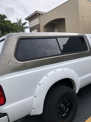 Camper shell ford f250 8 foot bed for Sale in Miami, FL