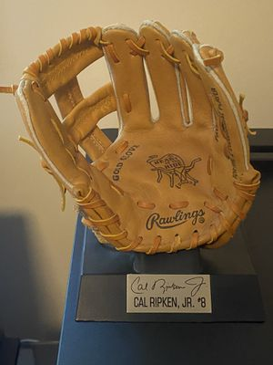Cal Ripken Jr. Rawlings Gold Glove Mini-Baseball Glove with Display Stand for Sale in Vienna, VA