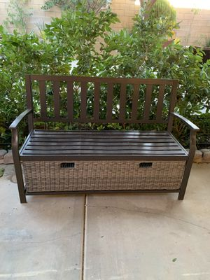 Banca con cajon para guardar cosas semi nueva for Sale in Oak Hills, CA