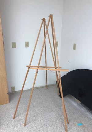 Tripod Stand. for Sale in St. Louis, MO