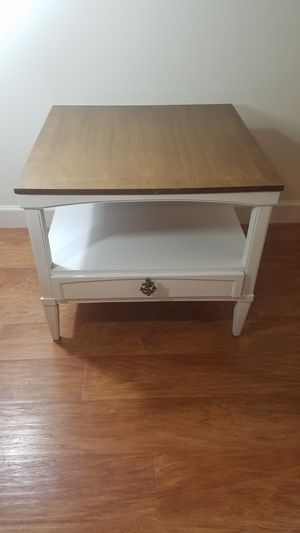 Coastal End Table Side Stand White w/ Wood Grain for Sale in Hendersonville, NC