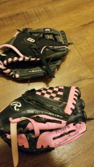 baseball glove for Sale in Corona, CA