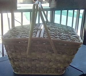 Vintage Woven Picnic Basket for Sale in Bloomington, CA
