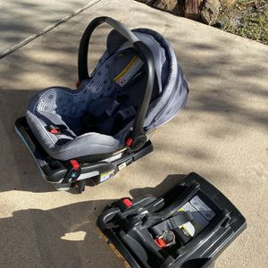 Graco Infant Carrier and Car Seat with 2 Bases. for Sale in Houston, TX