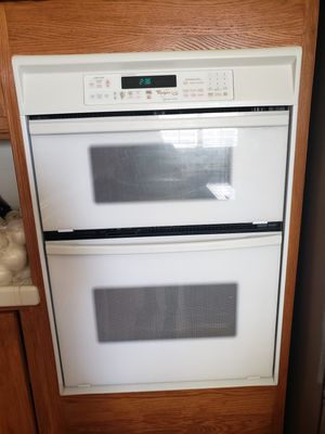 Microwave and oven in very good condition nothing wrong for Sale in Fresno, CA