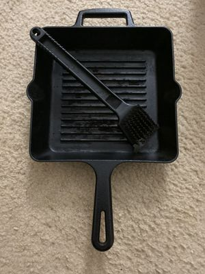 Cast iron grill pan with cleaning brush for Sale in Gaithersburg, MD