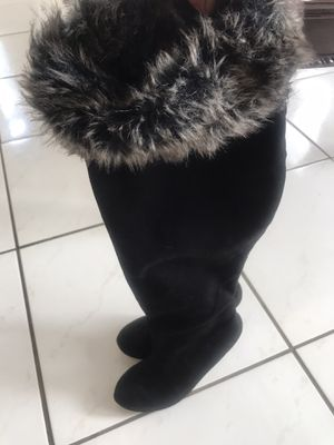 Women boots hi heels size 6 for Sale in Houston, TX