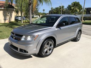 2016 Dodge Journey título limpio 42,000 millas for Sale in Pembroke Pines, FL