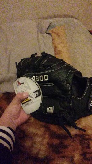 Wilson baseball glove 79$ value for Sale in Avondale, AZ