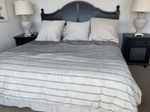 King size bedroom set for Sale in Everett, WA