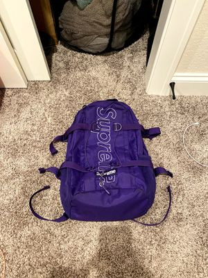 """Supreme FW18 backpack """"VERY GOOD"""" for Sale in Wauwatosa, WI"""