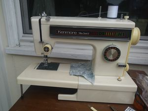 SUPẺRB VINTAGE KENMORE SEWING MACHINE for Sale in Garden Grove, CA