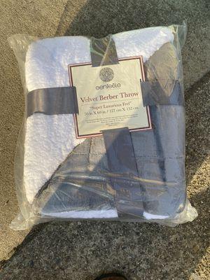 Fleece velvet throw blanket brand new for Sale in San Lorenzo, CA