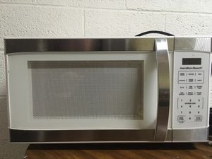 HAMILTON BEACH STAINLESS STEEL MICROWAVE for Sale in Wichita, KS