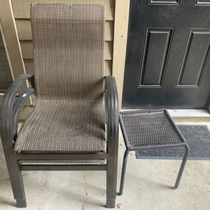 Outdoor Chairs N Small Table for Sale in San Antonio, TX