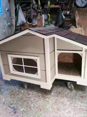 custom New dog house medium -small nice and wide can fit three small dogs$150 firm must wear mask for Sale in Colton, CA