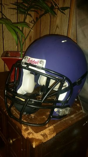 Large riddell football helmet for Sale in Payson, AZ