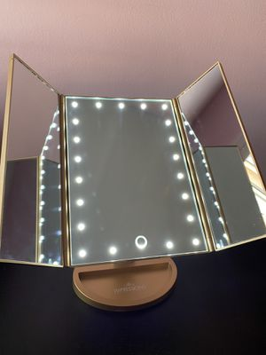Impressions Vanity Trifold Lighted Makeup Mirror (Gold) for Sale in South El Monte, CA