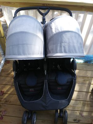 Britax B-Lively Double Stroller, Britax B-Lively Double Stroller, Britax B- Lively double stroller for Sale in New Haven, CT